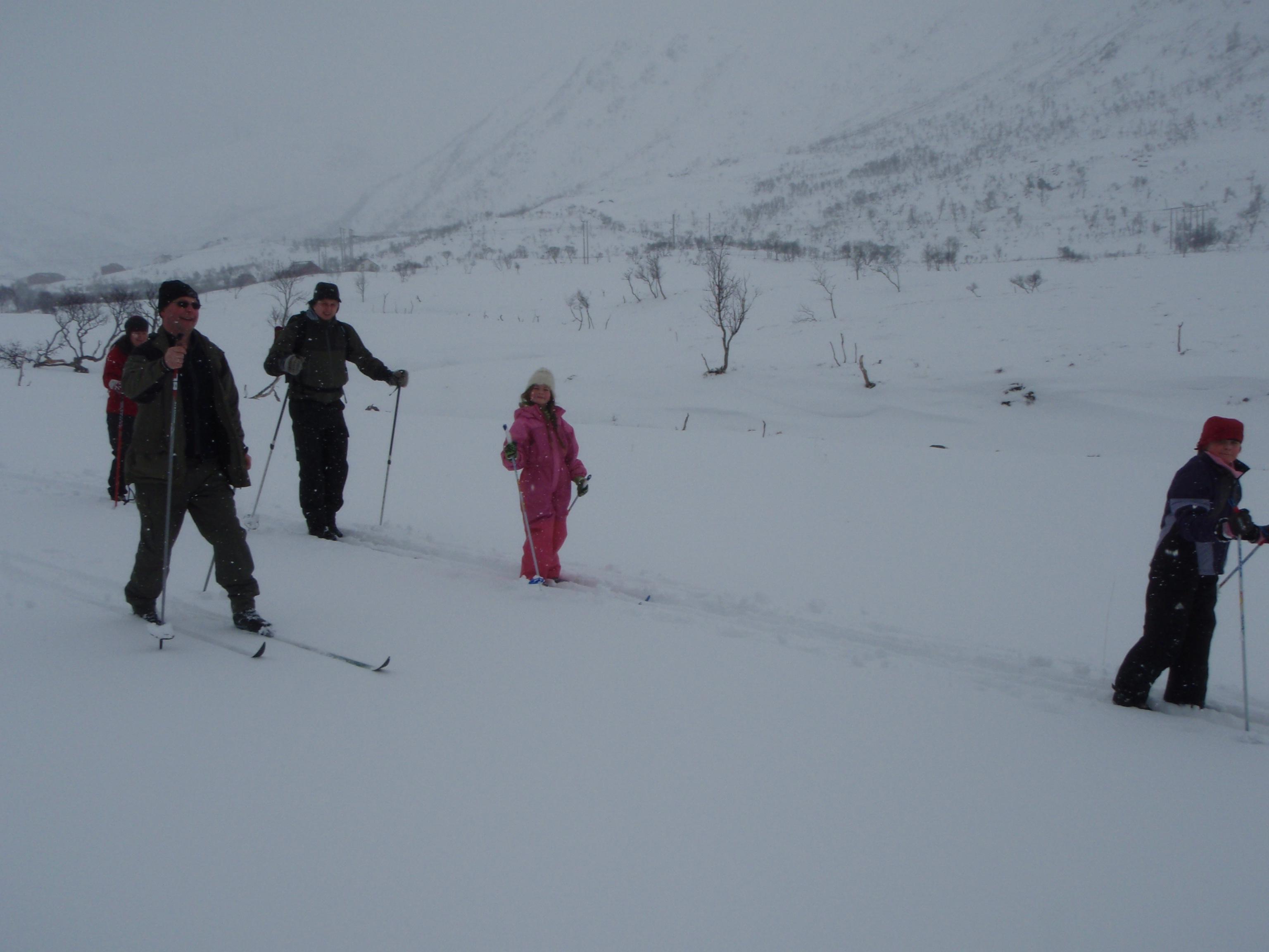 Ce dimanche, on part à ski avec la famille de Knut et Tove pour retrouver les voisins des environs