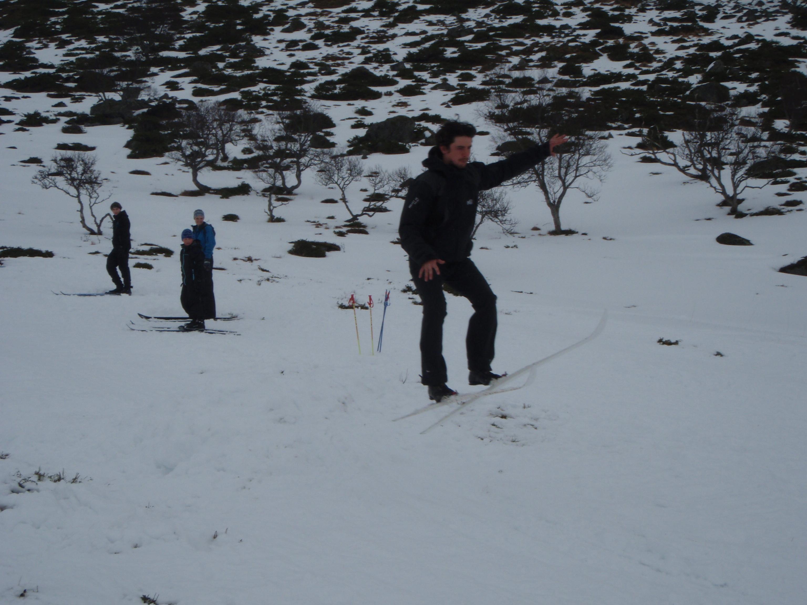 Je défend cherement les couleurs de la France lors du concours de saut à ski... en ski de fond c'est pas si simple !